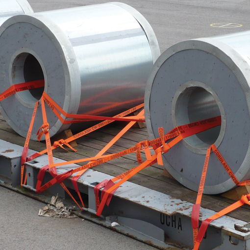 Lashing of steel coils on a flat rack using Cordstrap Polyester one-way lashing systems.